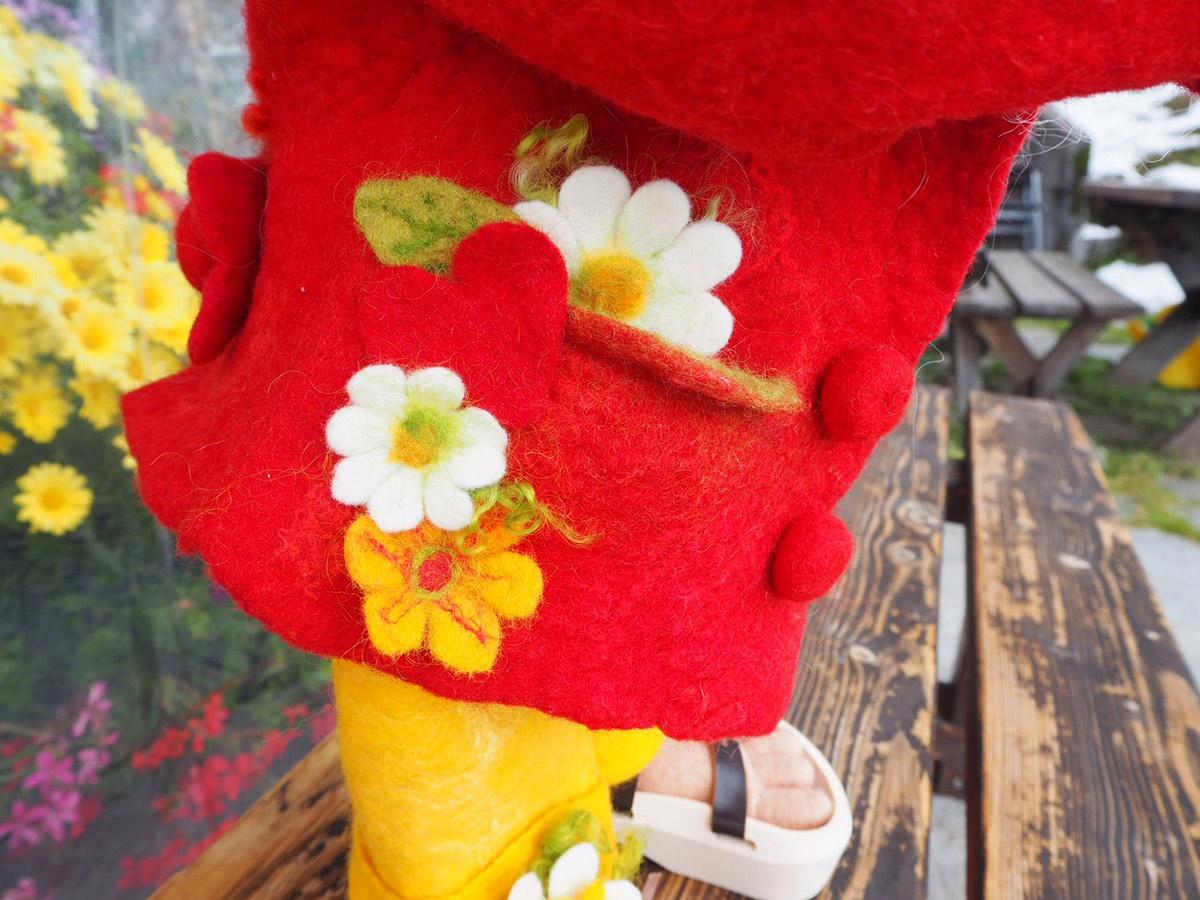 Gefilzte Kleider aus Schafwolle der Wollspinnerei Vetsch in Jenaz, Prättigau