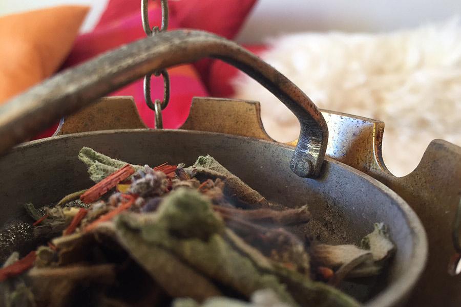 Hausreinigung mit 5 Elemente Räucher Ritual nach FSS